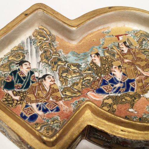 Asian Art & Antiques  - Japan, Satsuma, Meiji period Kogo  ( box) by Shozan