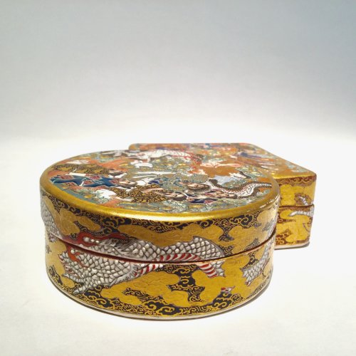 19th century - Japan, Satsuma, Meiji period Kogo  ( box) by Shozan