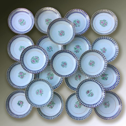 China for the Islamic market, set of 22 shallow bowls, late 18th, early 19t - Porcelain & Faience Style