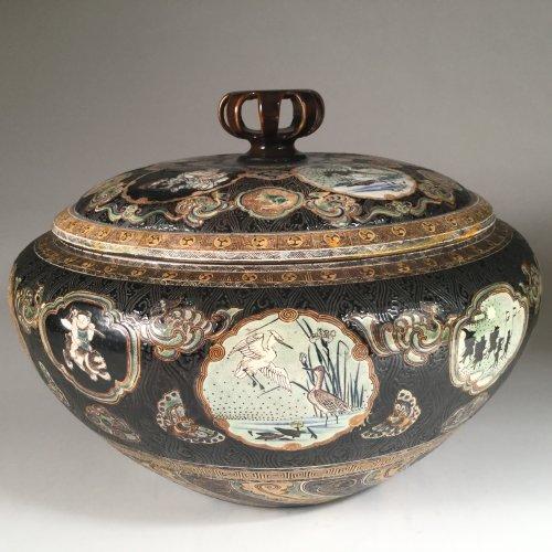 Japan,  TANZAN Rokuro, Large pair of covered jars, circa 1880. - Asian Art & Antiques Style