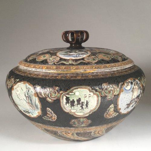 Asian Art & Antiques  - Japan,  TANZAN Rokuro, Large pair of covered jars, circa 1880.