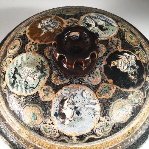 Antiquités - Japan,  TANZAN Rokuro, Large pair of covered jars, circa 1880.