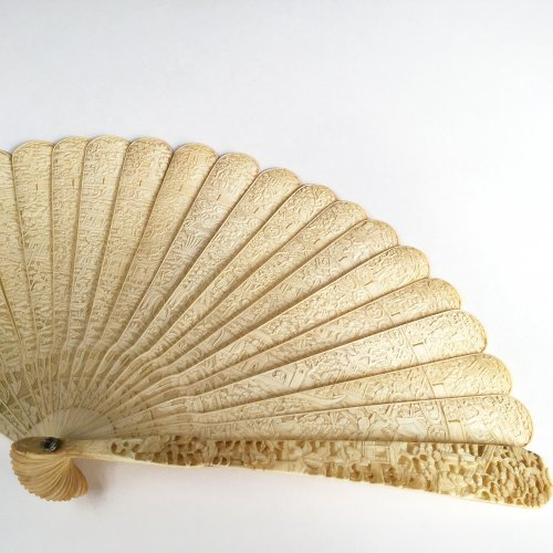 China, Unusual Chinese export ivory fan circa 1800-1820 -