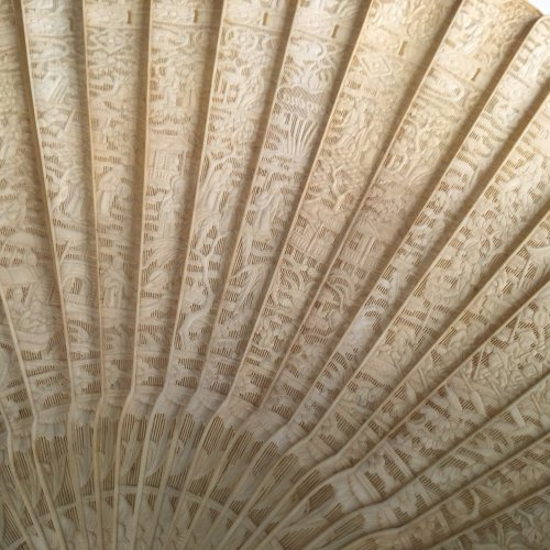19th century - China, Unusual Chinese export ivory fan circa 1800-1820