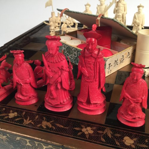 Chinese export Chess set and jacquet (Backgammon) with Lacquer folding tray - Asian Art & Antiques Style