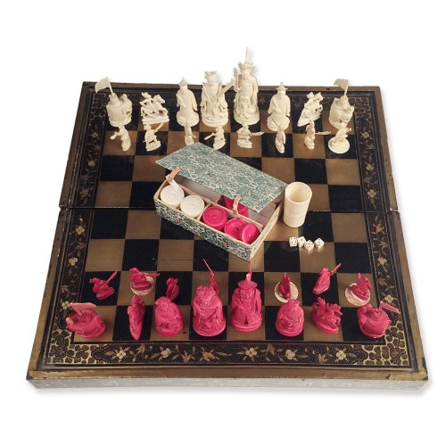 Antiquités - Chinese export Chess set and jacquet (Backgammon) with Lacquer folding tray