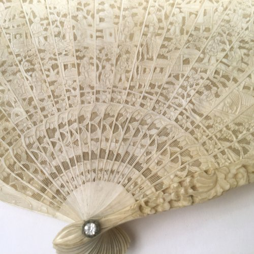 Chinese export ivory fan circa 1820 - 1850 -
