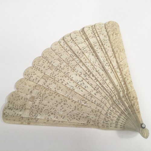 19th century -  Chinese export ivory fan circa 1820 - 1850
