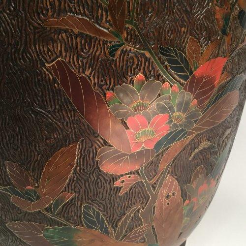 19th century - Japan, large pair of lacquer cloisonne vases on porcelain, Meiji period.