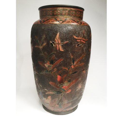 Antiquités - Japan, large pair of lacquer cloisonne vases on porcelain, Meiji period.