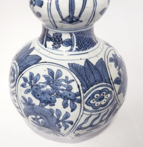 Double-gourd porcelain vase - China, Ming Dynasty, Wanli period (1573-1620) -