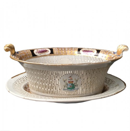 Chinese Export armorial basket and stand, circa 1795- 1810
