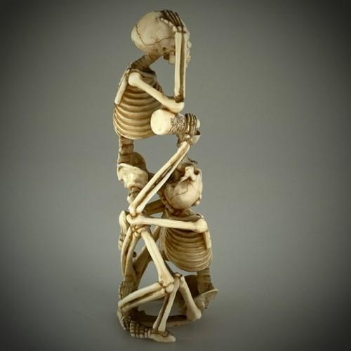 Okimono, two skeletons drinking sake, Japan 19th -