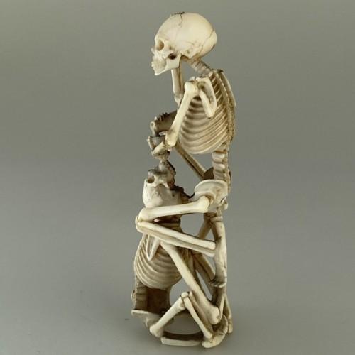 19th century - Okimono, two skeletons drinking sake, Japan 19th