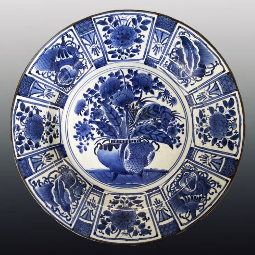 Japan, large blue and white porcelain charger, 17th century -