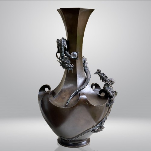 Asian Art & Antiques  - Bronze vase with decoration of dragons, Japan Meiji period circa 1880