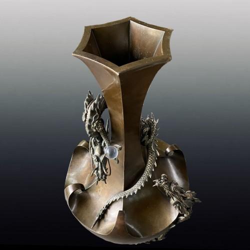 19th century - Bronze vase with decoration of dragons, Japan Meiji period circa 1880