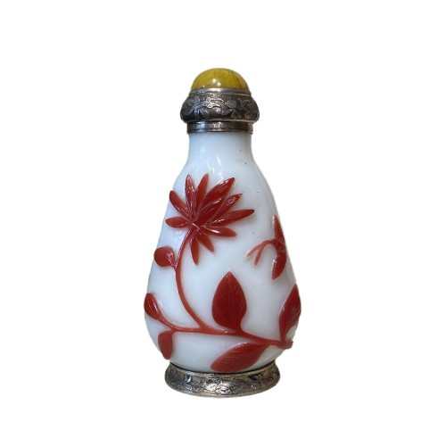 China, 19th c Peking glass Snuff bottle with a silver mount from Maquet