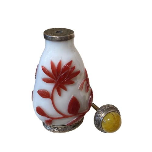 19th century - China, 19th c Peking glass Snuff bottle with a silver mount from Maquet