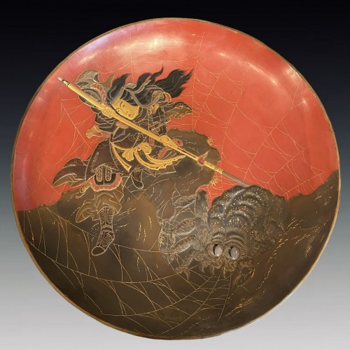 Japan, lacquer dish, Princess Kamigashi and the giant spider, Edo period - Asian Art & Antiques Style