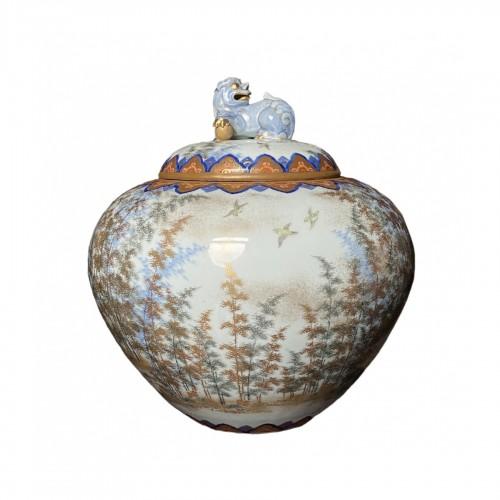 Large Fukagawa covered vase, Japan Meiji period