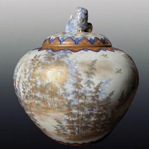 Large Fukagawa covered vase, Japan Meiji period - Asian Works of Art Style