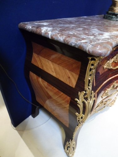 Mobilier Commode - Commode tombeau époque Louis XV estampillée SAR