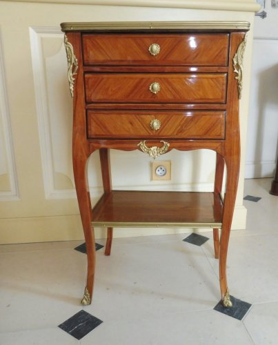 A Transitional Louis XV/Louis XVI side table - Furniture Style Transition