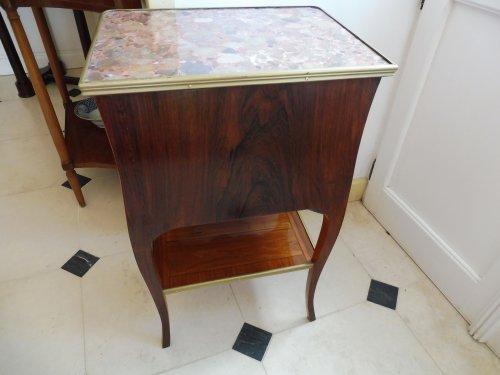 Antiquités - A Transitional Louis XV/Louis XVI side table