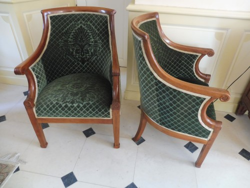 Pair of armchairs in gondola with curved back in blond mahogany. - Seating Style Empire