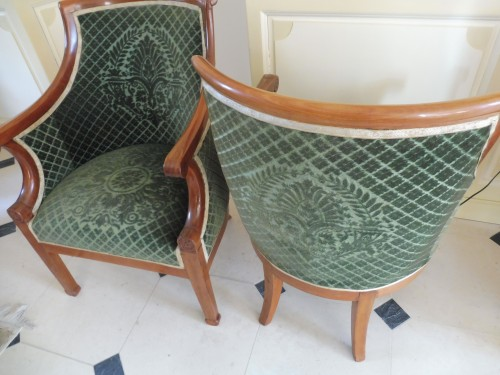 Seating  - Pair of armchairs in gondola with curved back in blond mahogany.