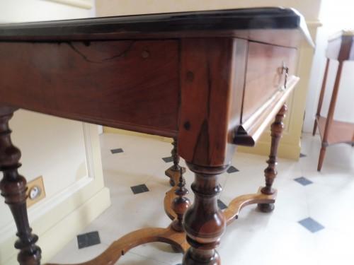 Louis XIII desk table in gaiac, work of La Rochelle -