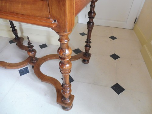17th century - Louis XIII desk table in gaiac, work of La Rochelle