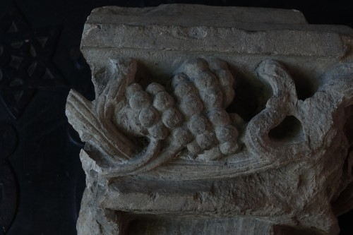 <= 16th century - Carved corner frieze - France - 15th century