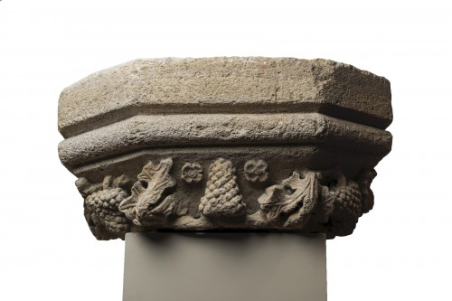 Large base of molded hexagonal pilaster - Burgundy 15th century