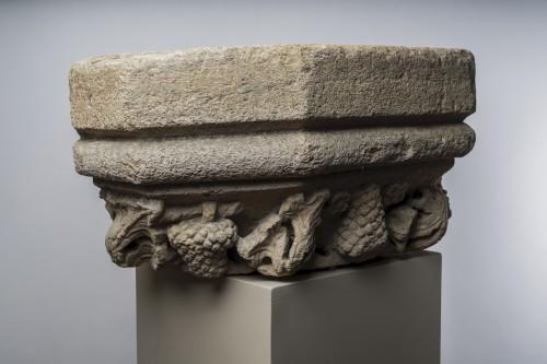 Architectural & Garden  - Large base of molded hexagonal pilaster - Burgundy 15th century