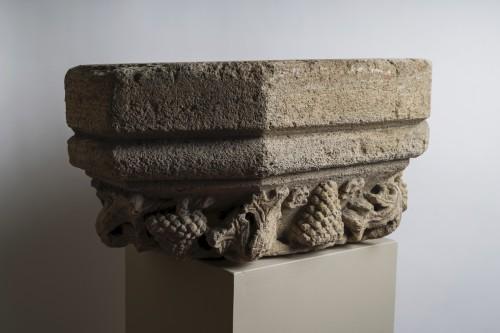 Large base of molded hexagonal pilaster - Burgundy 15th century -