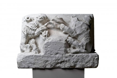 Stone Capital representing a lion and a bull, France XV century