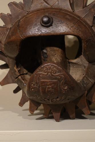 "Carved Walnut ""Braccia"" for ""Pallone col bracciale""- Rome, 17th century - Louis XIII"