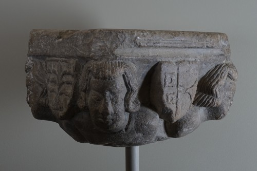 11th to 15th century - Capital with four heads and coats of arms - Ile de France, XIII siècle