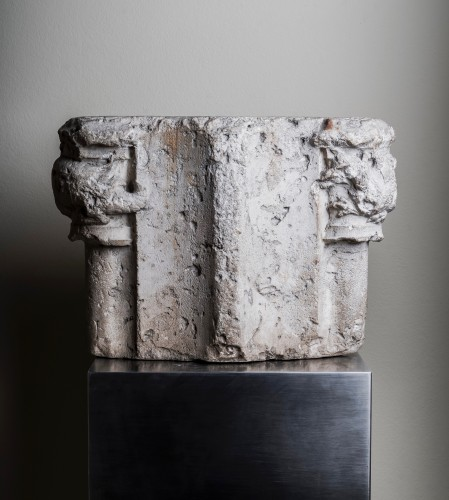 Double romanesque capital with two fantastic animals - France, 13th century - Sculpture Style Middle age