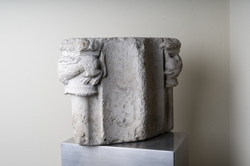 11th to 15th century - Double romanesque capital with two fantastic animals - France, 13th century