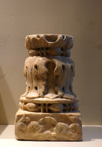 11th to 15th century - Renaissance marble column - Florence, 15th century