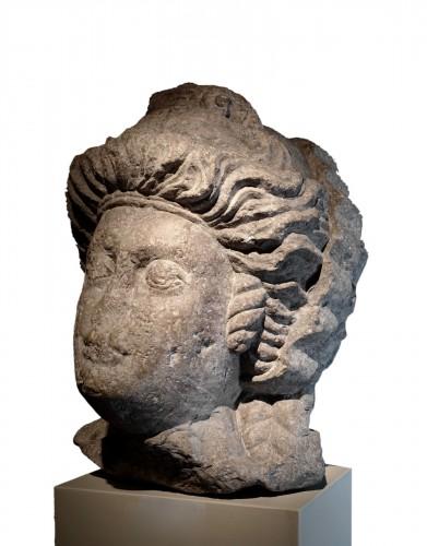 Monumental feminine head - Roman Empire (Palmira?) - 3rd-4th century AD