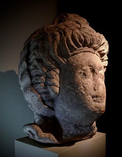 Ancient Art  - Monumental feminine head - Roman Empire (Palmira?) - 3rd-4th century AD