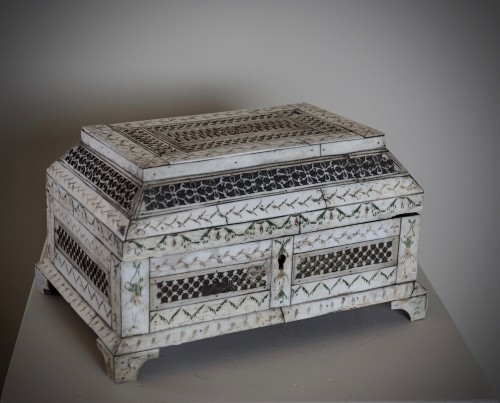 Objects of Vertu  - Russian Carved bone table box - XVIII century