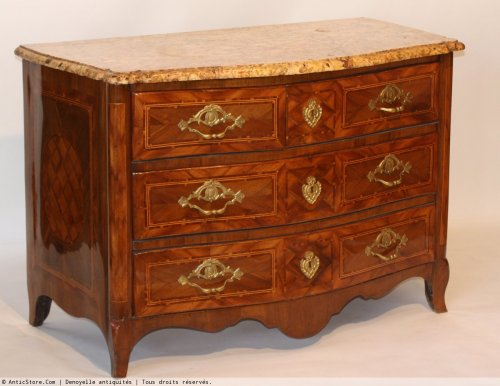 18th century - Louis XV chest of drawers from Dauphine