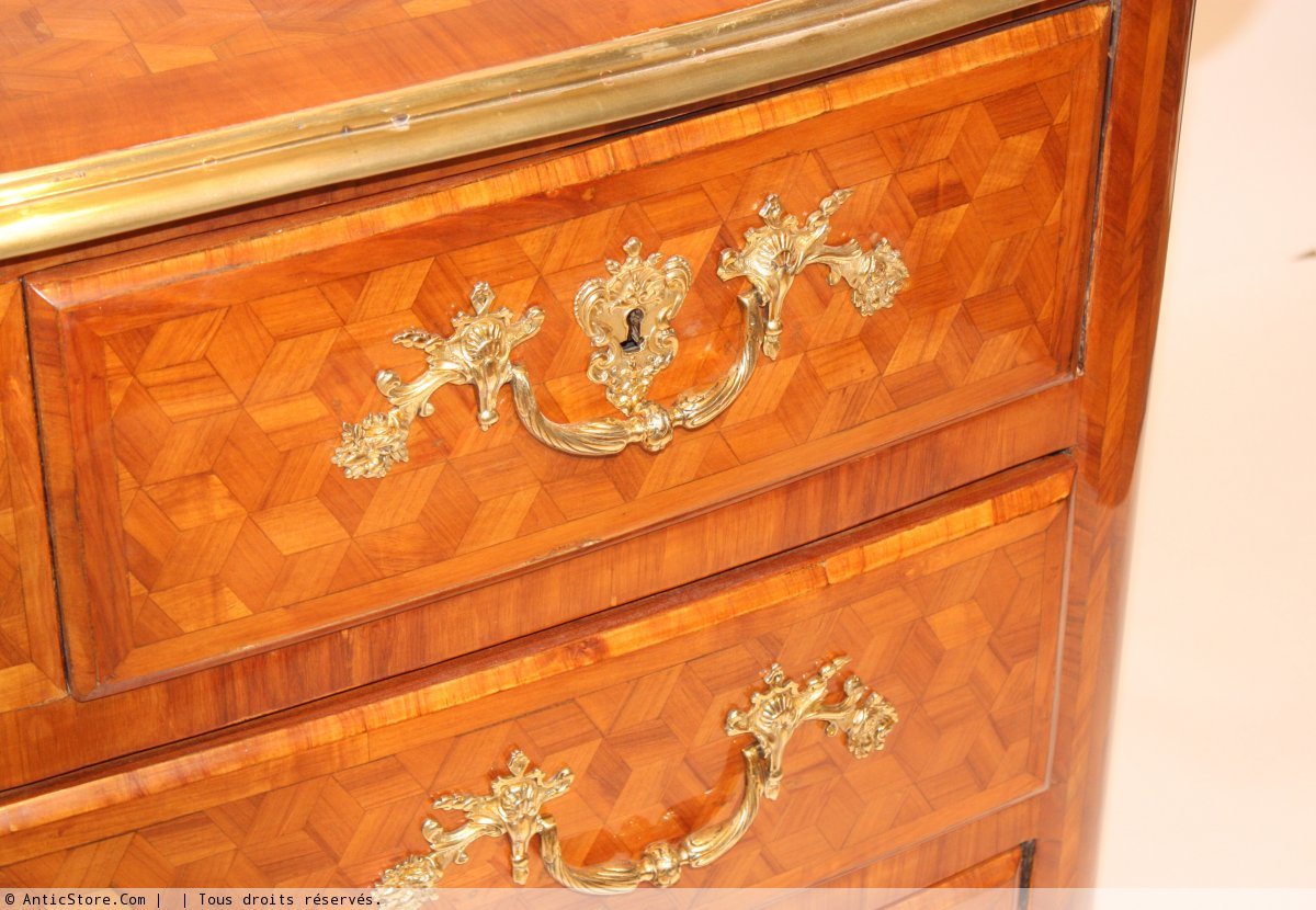 commode louis xiv xviiie si cle. Black Bedroom Furniture Sets. Home Design Ideas