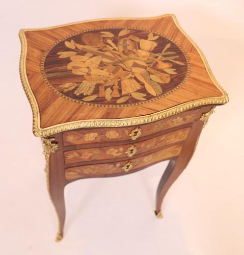 Louis XV table stamped Nicolas Petit - Furniture Style Louis XV
