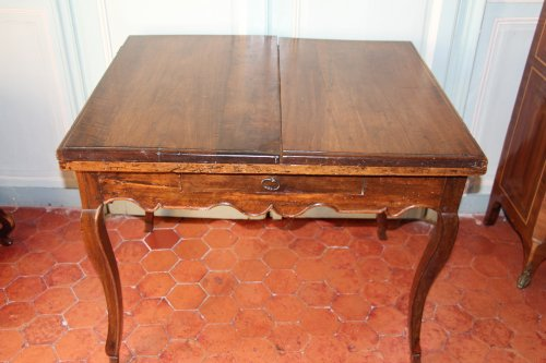 18th century French provencal walnut table - Furniture Style French Regence